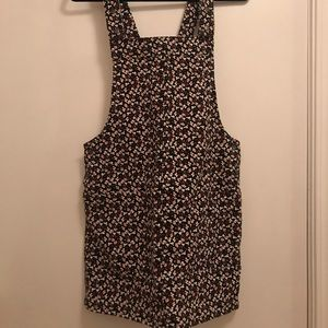 Very cute summer dress! Overalls and has pockets!